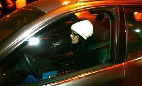 美女明星最爱汽车的哪个部位